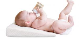 Beneficios del uso de la cuña antirreflujo en bebés